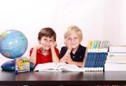 Czy rodzice powinni pomagać dzieciom w odrabianiu prac domowych?